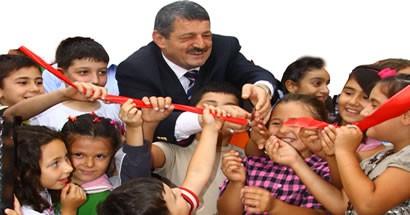 Başkan Akın'a çocuklardan sevgi çemberi