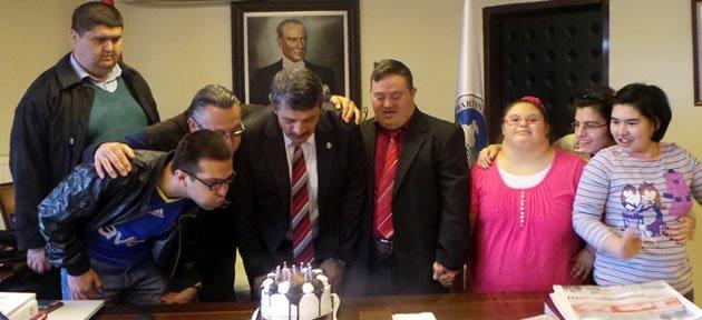 Başkan Akın'a Doğum Günü Sürprizi