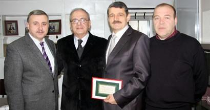 Başkan Akın'dan eski başkan Pir'e ziyaret