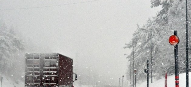 Bolu Dağı'nda Kar Yağışı Şiddetini Arttırıyor