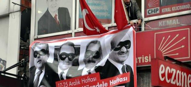 CHP'nin 17 Aralık Pankartına Polis Müdahalesi