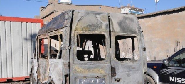 Cizre'de Park Halindeki Bir Kamyonet Kundaklandı