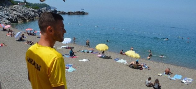 Deniz Mevsimi Açıldı; Plajda Canlar Onlara Emanet