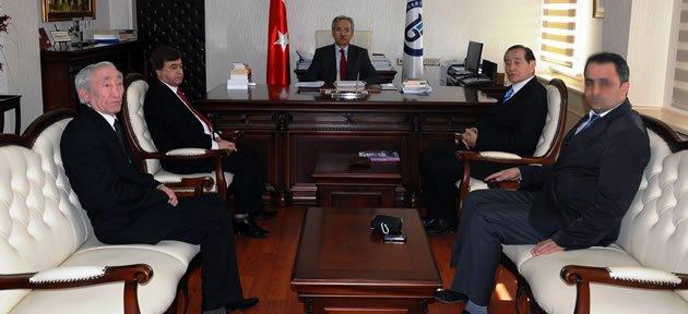 Doğu Türkistan'dan Rektör'e ziyaret