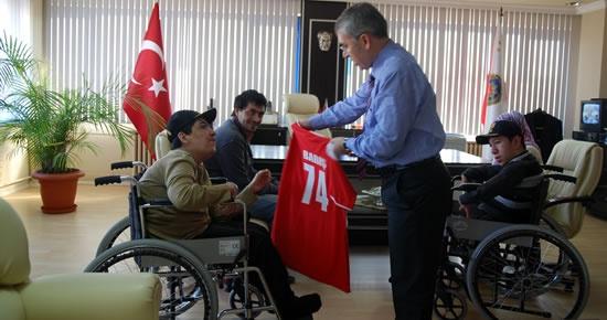 Engelli Çocukların Müdür Amcası