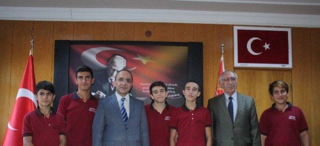 Erzincan'da Lise Öğrencilerinden Örnek Davranış