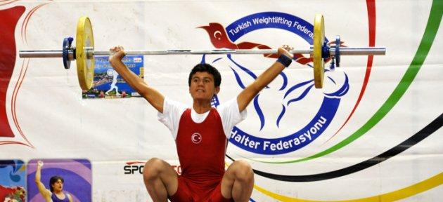 Gençler Halter Şampiyonası Devam Ediyor