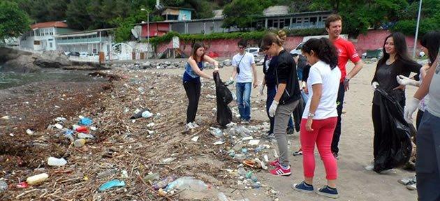 Gençlerden İnkum'da Sahil Temizliği