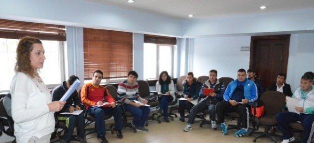Gençlik Spor İlk Yardım Eğitimi Aldı