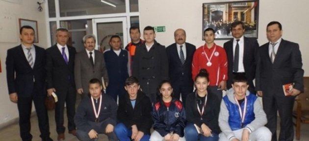 Halter Şampiyonlarından Demir'e Ziyaret