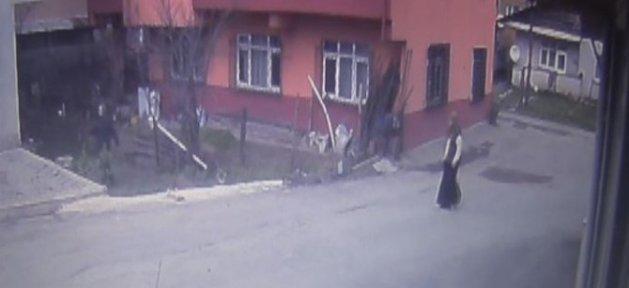 Hırsızı Terlikle Kovaladı - Video