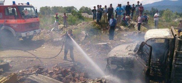 Hurda Yüklü Kamyonet Yandı: 1 Yaralı