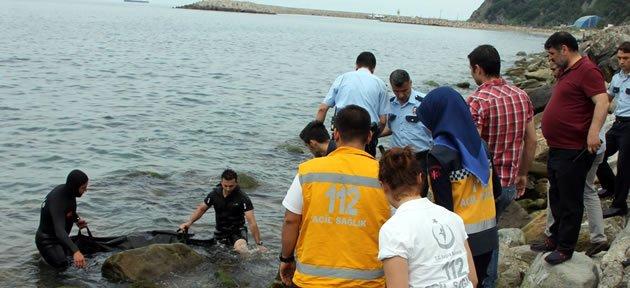 İhbar Üzerine Limana Gelen Ekipler, Sahilde Erkek Cesedi Buldu