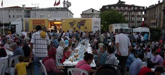 İHH'dan 1500 kişiye iftar