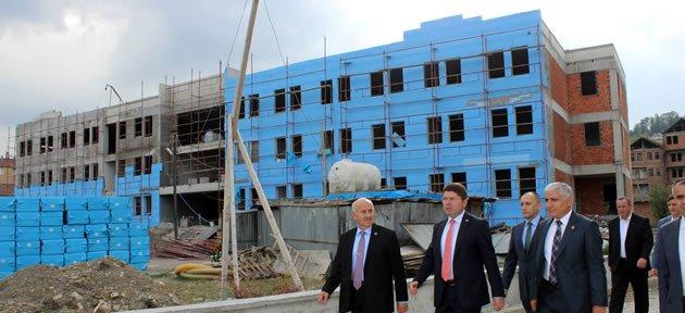 İmam Hatip Ortaokulu inşaatı hızla devam ediyor