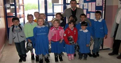İşadamından okullara 2500 çift kışlık ayakkabı yardımı