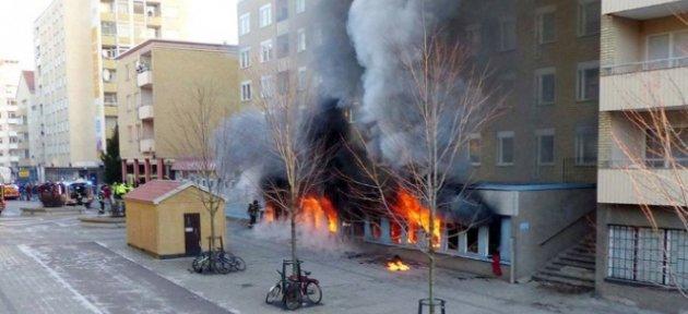 İsveç'te cami yakıldı: 3 yaralı