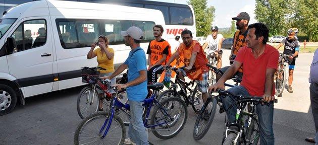Kaldırılan Servislere Bisikletli Protesto