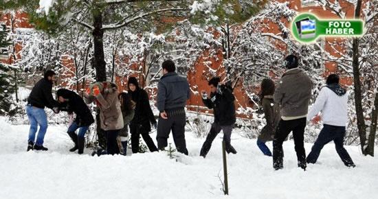 Kampüste kış başka güzel