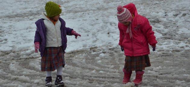 Kar Yağışı Çocukları Sevindirdi