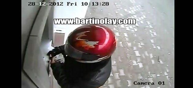 Kasklı soyguncu güvenlik kamerasında - Video