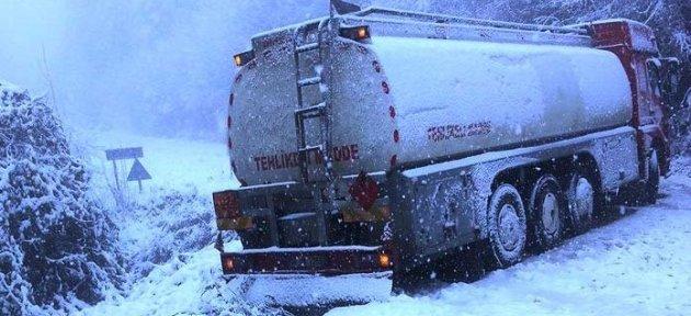 Kayarak Yoldan Çıkan Tanker Ulaşımı Aksattı