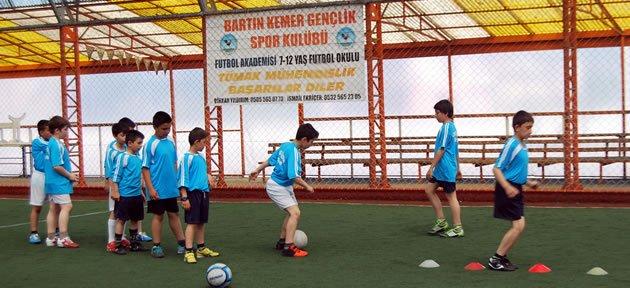 Kemergençlik Futbolcu Fabrikası
