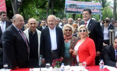 Kılıçdaroğlu İnci Bankoğlu'na rozet taktı