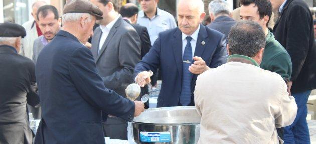 Kozcağız Belediyesi 2500 Kişiye Aşure Dağıttı