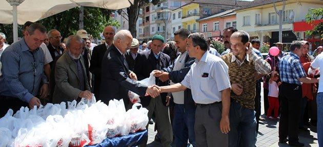 Kozcağız Belediyesi Kandil Simidi Dağıttı