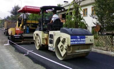 Kumluca yollarına sıcak asfalt yapılıyor
