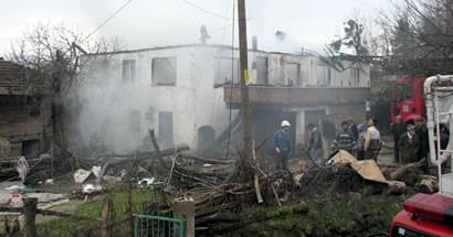 Kumluca'da 2 ev kül oldu