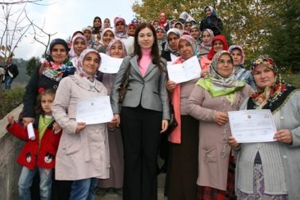 Kumluca'da 50 Kadın Çiftçiye Sertifika