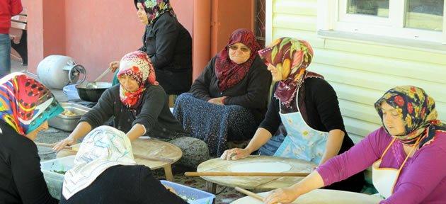 Kumluca'da Öğrenciler Yararına Kermes