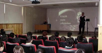 Lisesli öğrencilere İnsan Hakları dersi