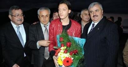 Mesut Özil baba ocağında