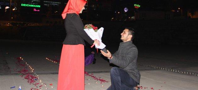 Meydan Açılmadan Evlilik Teklifine Sahne Oldu