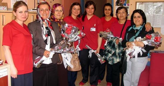 MHP Kadın Kolları'ndan ebelere ziyaret