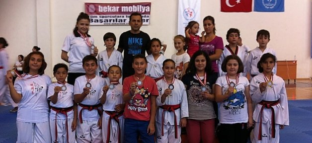 Minik Taekwondoculardan 10 Madalya