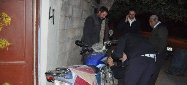 Motosiklet Bariyerlere Çarptı: 1 Ağır Yaralı