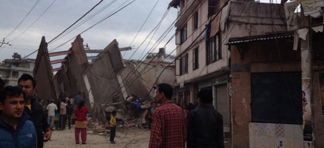 Nepal'de 7.9 şiddetinde deprem - Video