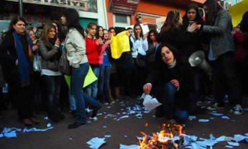 Öğrenciler ÖSYM'yi protesto etti