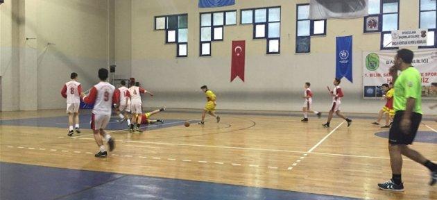 Okullar Arası Hentbol Turnuvası Devam Ediyor