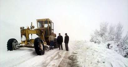 Okullar tatil, 25 köy yolu kapalı, 100 öğrenci mahsur
