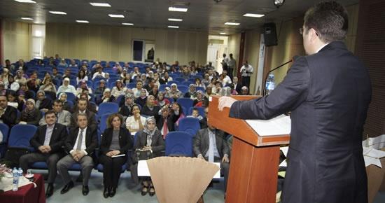 Otizmli Çocuğu Olan Ailelerin Yaşamı konferansı