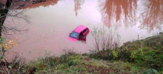 Otomobil Göle Uçtu: 1 Yaralı