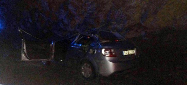 Otomobil TIR'a çarptı: 2 Ölü, 4 Yaralı