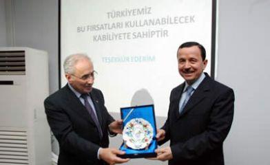 Prof. Dr. Gündoğan Yalova Üniversitesi'nde konferans verdi