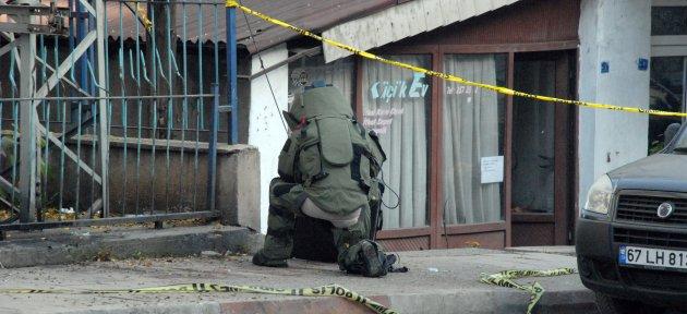 Ptt Önüne Bırakılan Şüpheli Paket Fünye İle Patlatıldı