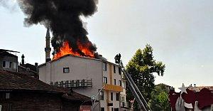 4 Katlı Otelin Çatısında Yangın